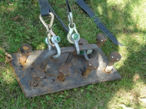 Anchor plates and ground pegs